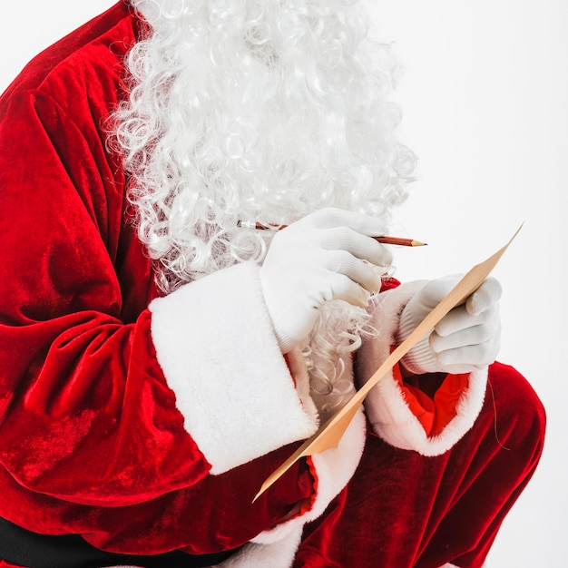 Santa claus-zitting met kinderenlijst Gratis Foto