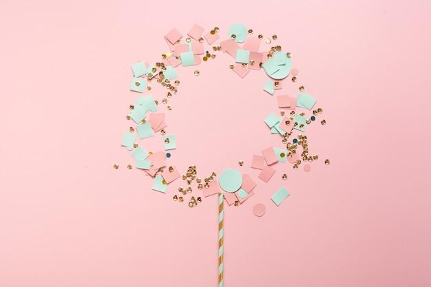 Schattig arrangement van pailletten en confetti Gratis Foto