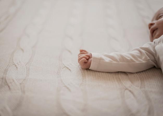 Schattig pasgeboren handje Gratis Foto