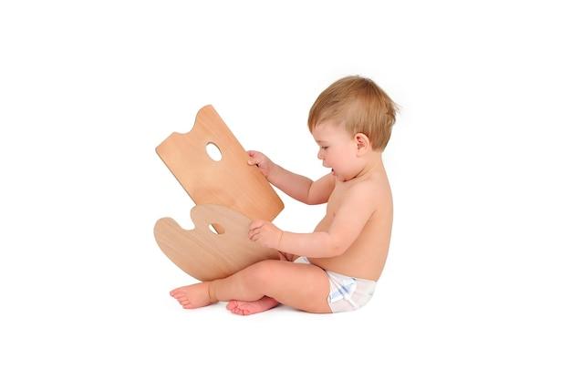 Schattige babyjongen op witte achtergrond Premium Foto