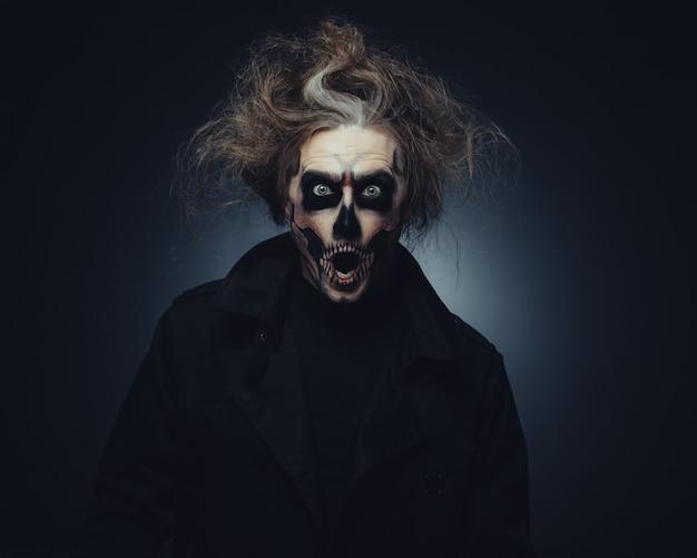 Schedel make-up portret van jonge man Gratis Foto