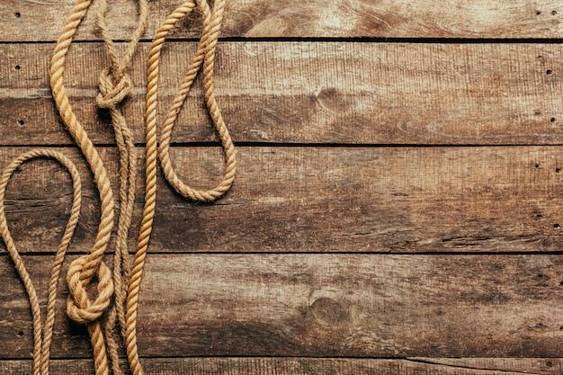 Schipkabel op houten achtergrond Premium Foto