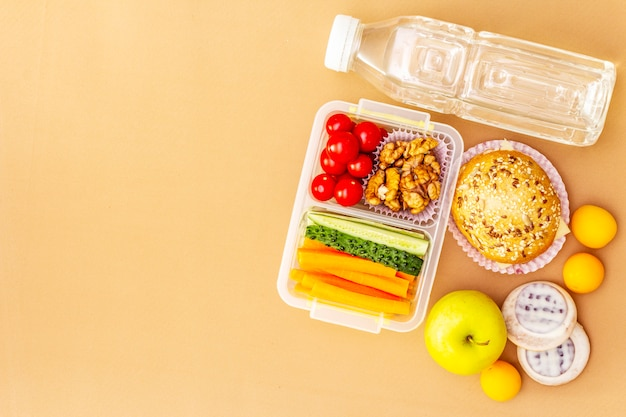 School lunchbox. terug naar school concept Premium Foto