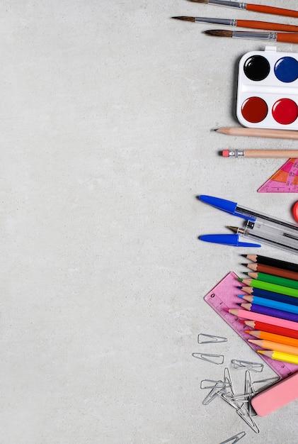 Schoolbenodigdheden voor kunstlessen Gratis Foto