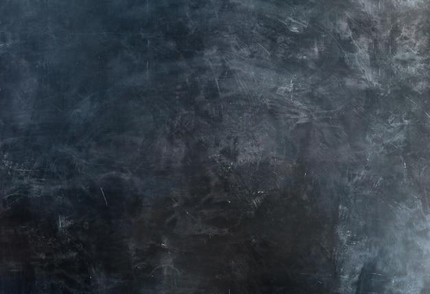 Schoolbord met sporen van krijt op het, achtergrond.- beeld Premium Foto