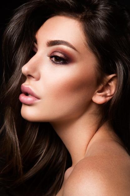 Schoonheid fashion model vrouw met lichte make-up Premium Foto
