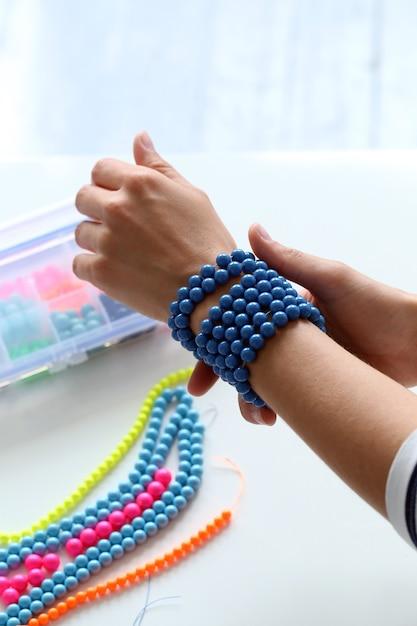 Schoonheid, mode. mooie blauwe armband Gratis Foto