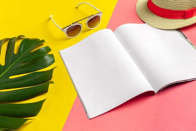 Schrijven dagboek zomer strandvakantie Premium Foto