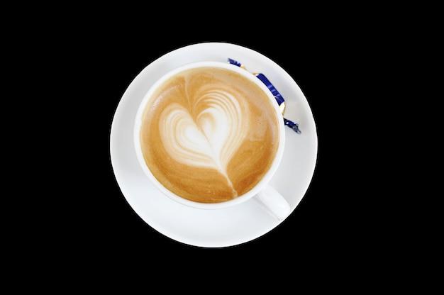 Schuim op cappuccino in de vorm van een hart Premium Foto