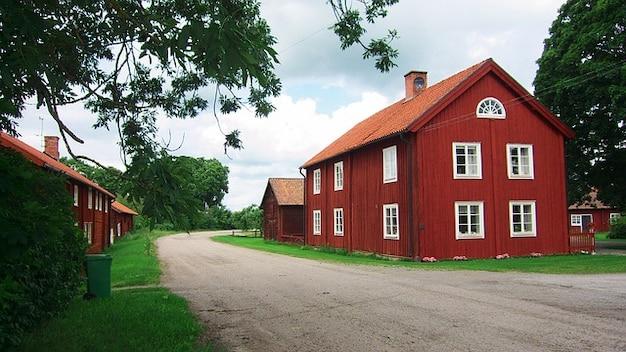 Landelijk Huis Nyc : Schuur hemel landelijk huis wolken boerderij zweden foto gratis