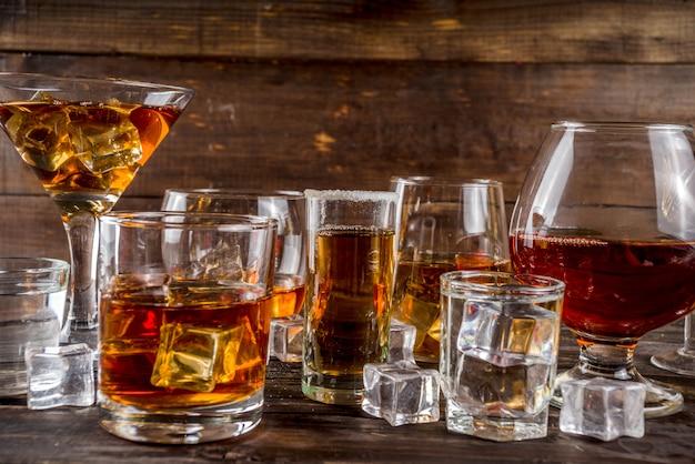 Selectie van sterke, sterke alcoholische dranken Premium Foto
