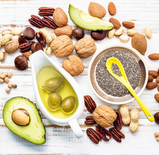 Selectie voedselbronnen van omega 3 en onverzadigde vetten. Premium Foto