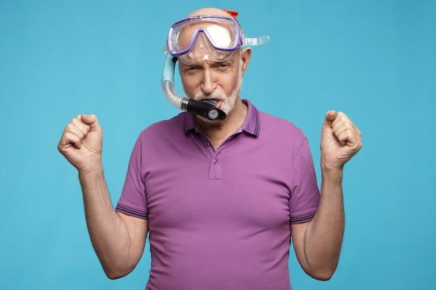 Senior mensen, pensioen, zomer en vakantie concept. Gratis Foto
