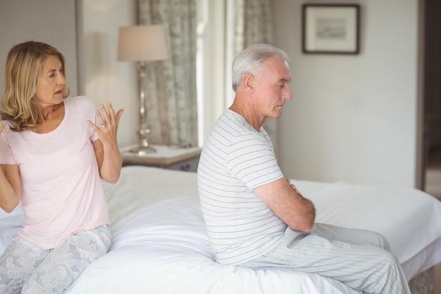 Senior paar ruzie met elkaar Premium Foto