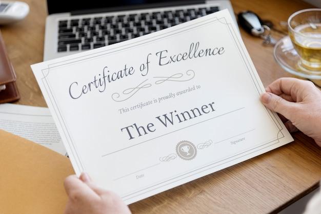 Senior volwassen bedrijf certificaat concept Premium Foto