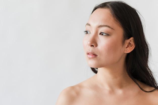 Sensuele jonge aziatische vrouw topless Gratis Foto