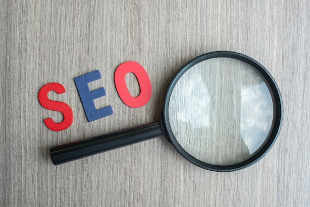 Seo (search engine optimization) tekst Premium Foto