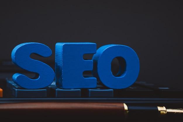 Seo-tekstalfabet voor het concept van de search engine optimization Premium Foto