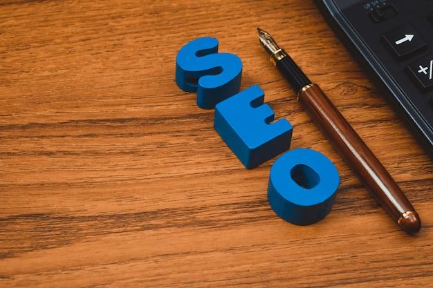 Seo-tekstalfabet voor zoekmachineoptimalisatie Premium Foto