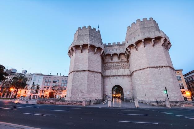 Serrano-torens in valencia Premium Foto