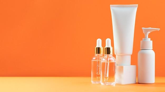 Serumflessen en crème containers Gratis Foto