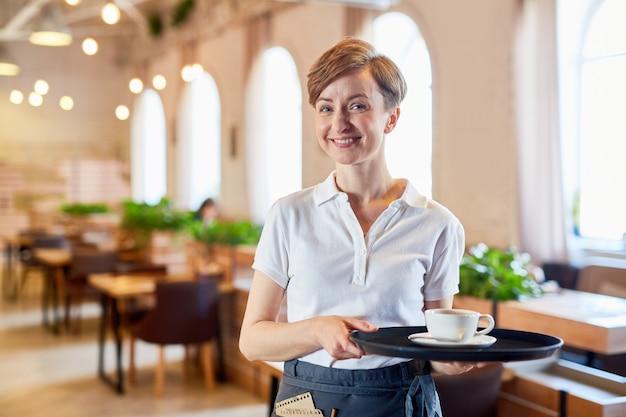 Service van restaurant Gratis Foto