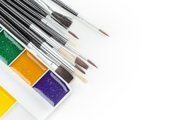 Set aquarel verven en penselen Premium Foto