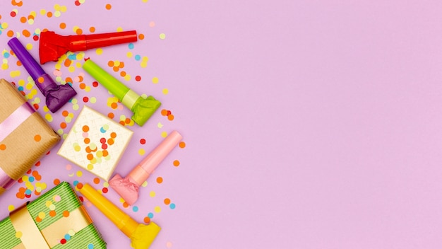 Set elementen voor verjaardagspartij met kopie ruimte Gratis Foto
