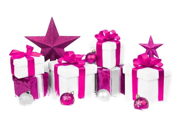 Set kerst geschenkdozen en kerst ornamenten Premium Foto