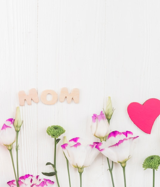 Set van attributen voor mother's day celebration Gratis Foto