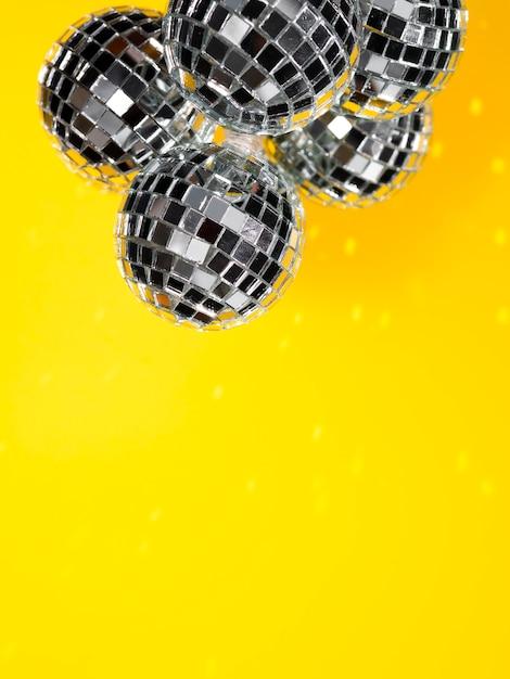 Set van briljante disco globes met kopie ruimte Gratis Foto