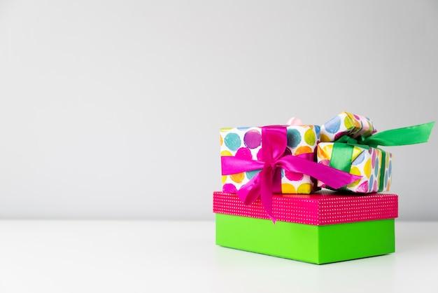 Set van kleurrijke geschenken met kopie-ruimte Gratis Foto