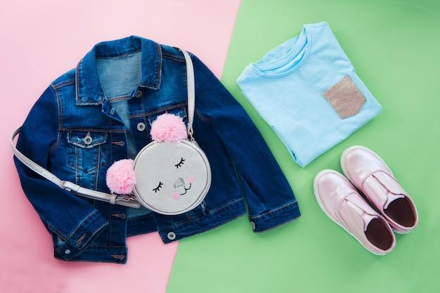Set van mode kinderen dragen plat lag Premium Foto