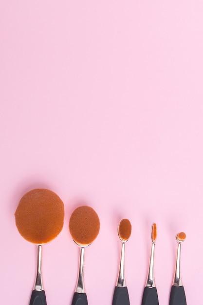 Set van ovale borstels voor make-up Premium Foto
