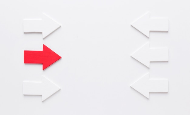 Set van pijlen die tegen elkaar wijzen Premium Foto