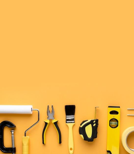 Set van reparatie tools benodigdheden met kopie ruimte bovenaanzicht Gratis Foto