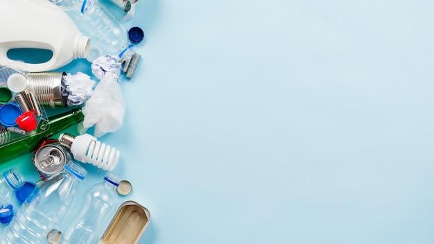 Set van verschillende niet-biologisch afbreekbare prullenbak Gratis Foto