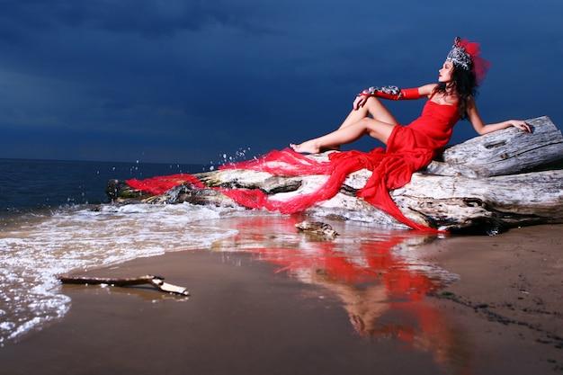 Sexy vrouw op het strand Gratis Foto