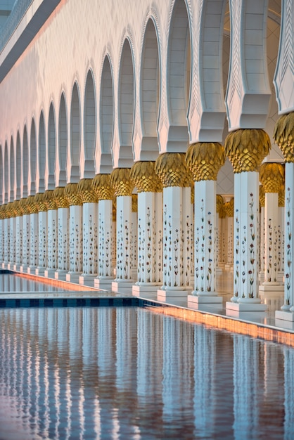 Sheikh zayed witte moskee in abu dhabi Premium Foto