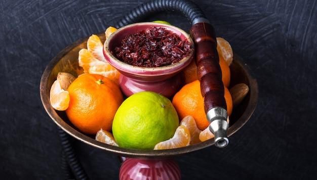 Shisha met smaak van limoen en mandarijnen Premium Foto