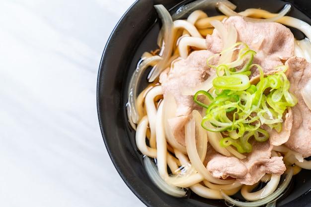 Shoyu udon ramen noodle met varkensvlees (shoyu ramen) Premium Foto