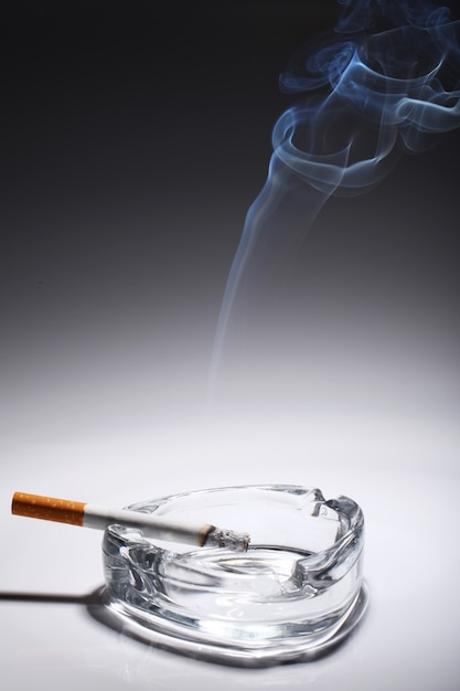 Sigaret in de asbak Gratis Foto