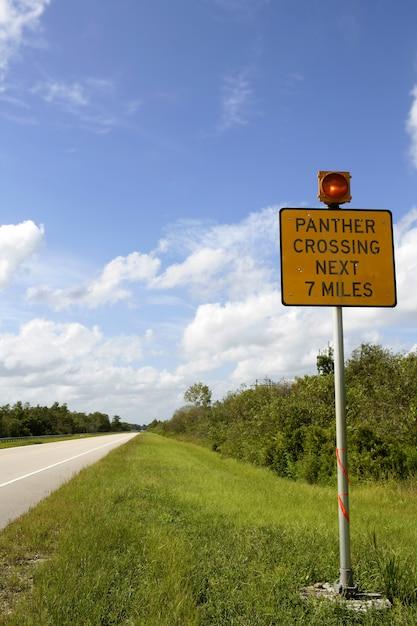 Signaal over de kruising van de panterweg, everglades Premium Foto