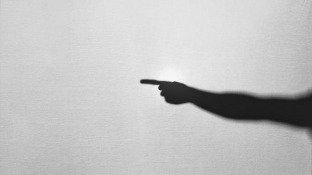 Silhouet van hand opzij te wijzen Gratis Foto