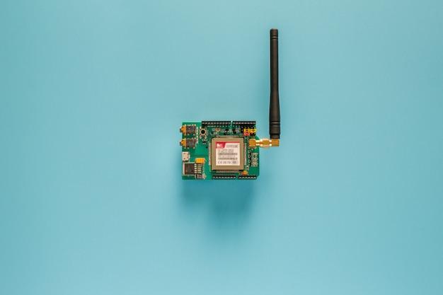 Sim5320e shield biedt. 3g / gsm mobiele telefoonnetwerk Premium Foto