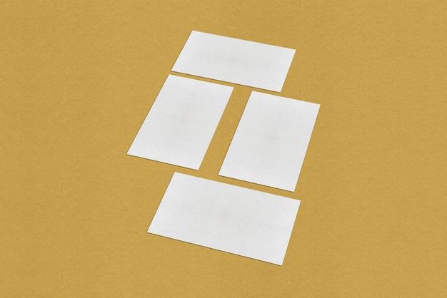 Sjabloon voor witte lege visitekaartjes, witte visitekaartje op gouden achtergrond Premium Foto