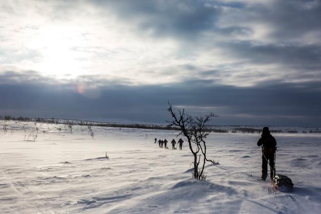 Ski-expeditie in nuorgam Premium Foto