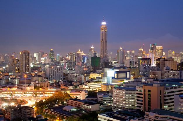 Skylines in de lucht van bangkok Premium Foto