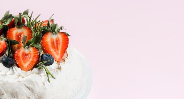 Slagroomtaart met fruit Gratis Foto