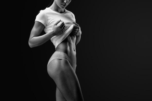 Slank en fit vrouwelijk model Premium Foto